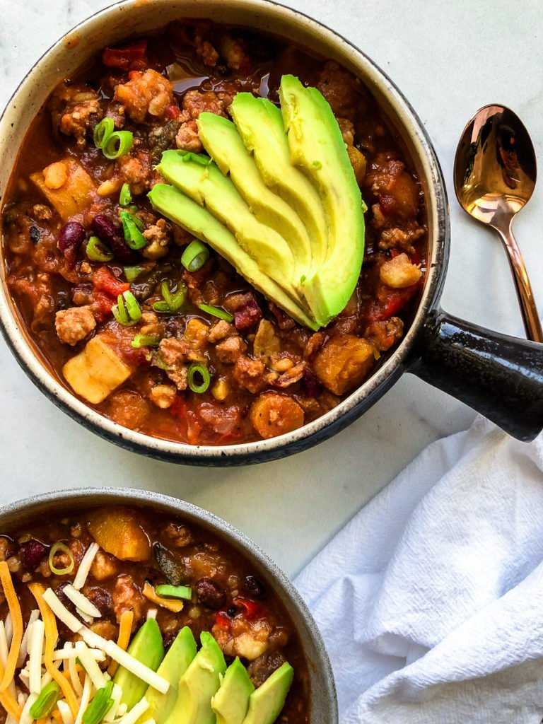 Turkey Sweet potato chili | Looking for a cozy dinner recipe for this chili weather? This instant pot sweet potato turkey chili is the best healthy, easy, gluten free and dairy free dinner recipe. It is healthy, hearty and so easy to make in an instant pot or crockpot. It is the most perfect healthy dinner recipe to share with your family | #shuangyskitchensink #glutenfree #sweetpotato #healthydinner #healthychili #chili #crockpot #instantpot #dinnerrecipe #souprecipe #dairyfree