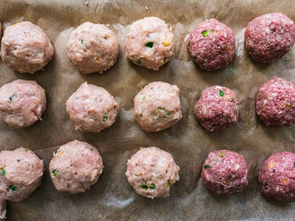 Whole 30 Crockpot Meatballs   Looking for an easy Whole 30 crockpot recipe? This it! These healthy meatballs are delicious + Paleo and gluten-free. They're awesome as a Whole 30 dinner or any time you want an easy healthy meal. Enjoy!   Shuangy's Kitchen Sink #ShuangysKitchenSink #Whole30 #Paleo #glutenfree #dairyfree #crockpot #slowcooker #crockpotrecipe #healthyrecipe #healthydinner #Whole30dinner #Whole30crockpot #Whole30recipe