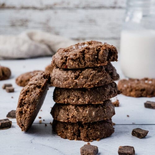 No Bake Double Chocolate Cookies   No Bake Double Chocolate Cookies? Pretty sure I hit all the buzzwords. This super easy Raw Cookie recipe is vegan, gluten free, low carb and paleo friendly. They are the most perfect quick pre-workout snack and healthy dessert.  #Shuangyskitchensink #vegandessert #chocoaltecookies #veganrecipe #vegandessert #glutenfreecookies #cookies #chocolate #rawdessert #healthydessert #cookies #chocolatecookies