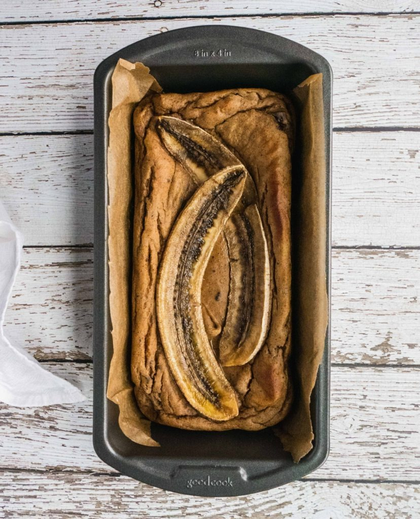 Paleo Banana Bread | This paleo banana bread recipe is not only so delicious and moist, it is also healthy, gluten free, dairy free and super easy dessert recipe to make. It is perfect to kick your sweet tooth even on a paleo diet. It makes a satisfying and easy paleo breakfast, healthy paleo dessert or snacks that's also sugar free! This paleo banana bread is the best healthy easy banana bread to share with your family.| #shuangyskitchensink #paleorecipe #paleodessert #healthydessert #bananabread #bananabreadrecipe #glutenfree #paleo #paleobananabread