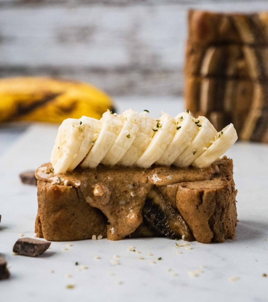 Healthy Banana Bread |This healthy banana bread recipe is not only so delicious and moist, it is also paleo, gluten free, dairy free and such an easy dessert recipe to make. It's perfect to have as a healthy satisfying breakfast, healthy dessert or snacks that's refined sugar free! This paleo banana bread is the best healthy easy banana bread you need.| #shuangyskitchensink #heathyrecipe e #healthydessert #bananabread #healthybananabread #healthybreakfast #glutenfree #paleo
