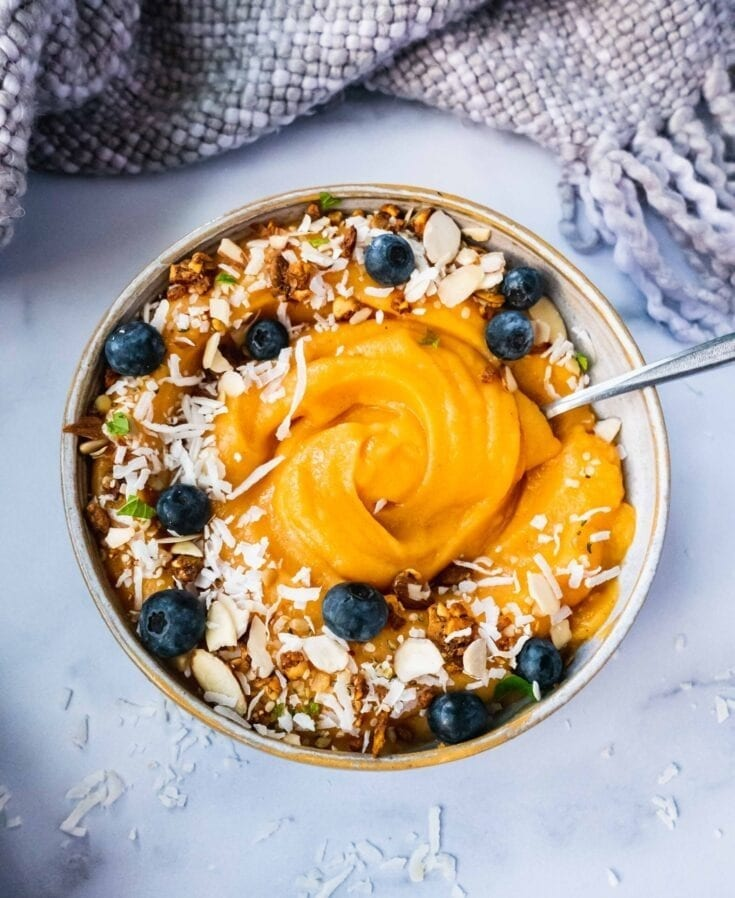 Healthy Tropical Breakfast Smoothie | This Healthy Breakfast Smoothie bowl is the perfect breakfast this summer. It is made with fruit, veggies and creamy cashew milk. One of my favorite breakfast options, this healthy detoxing smoothie bowl is refreshing, great for weight loss loaded with digestive health benefits and all the nutritious ingredients you need to fill up your morning. |#smoothiebowl #healthybreakfast #digestivehealth #smoothiedetox #breakfastsmoothie #veganrecipe