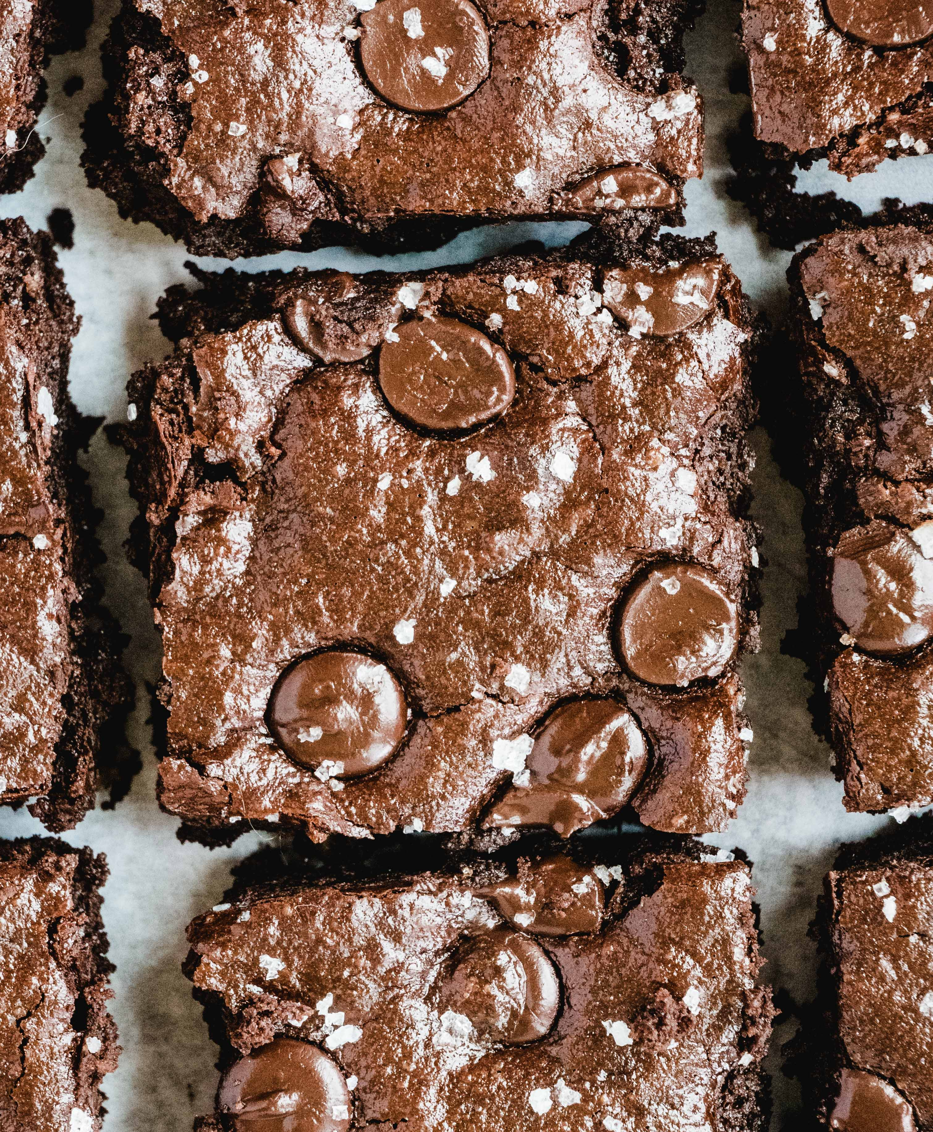 Fudgy Gooey Healthy Brownies | These fudgy gooey healthy brownies are hands down the best batch of brownies I have made. They've got that rich intense dark chocolate flavor and luscious moist texture. Even better? These gooey healthy brownies are gluten free, dairy free and paleo friendly.| #paleodessert #healthybrownies #healthydessert #glutenfreedessert #brownierecipe