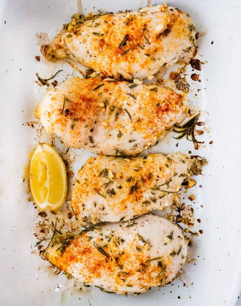 Oven Baked Chicken breasts | Oven Baked Chicken breasts that are so juicy and flavorful. This easy roasted chicken recipe makes the best protein source for a healthy dinner and meal prep for the whole family. This oven baked chicken is also gluten free, sugar free and whole 30 friendly. | Whole 30 #whole30 healthy dinner #healthydinner whole 30 dinner #whole30dinner chicken breast #chicken roasted chicken #roastedchicken oven baked chicken #ovenbakedchicken