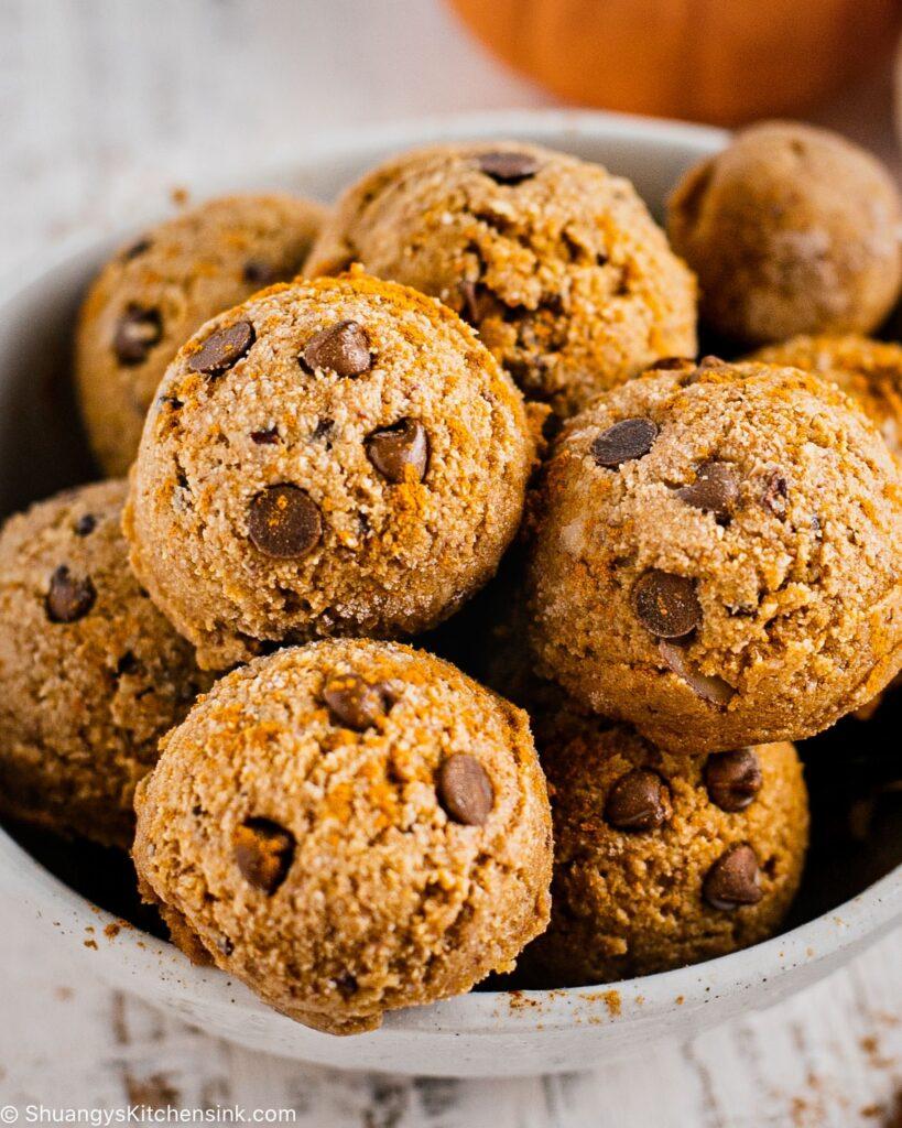 No Bake Pumpkin Spice Energy Balls