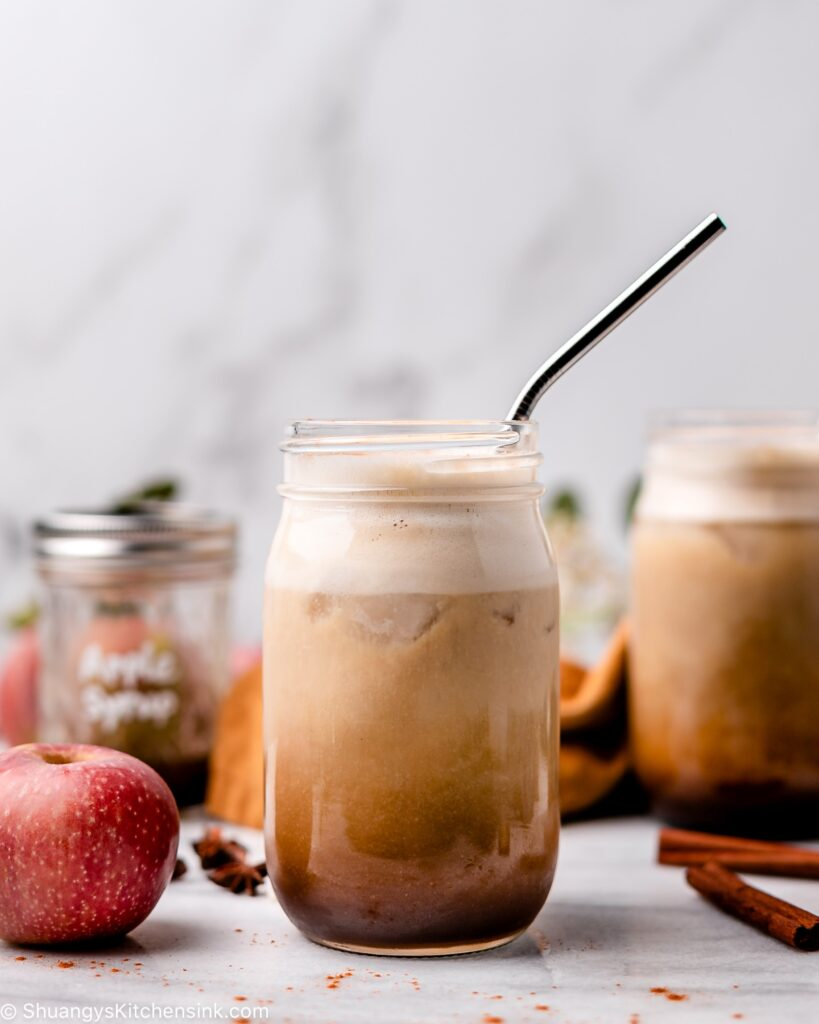 A homemade apple crisp macchiato in a cute maison jar with vegan steamed milk